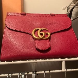 Selling this beautiful authentic red Gucci bag!